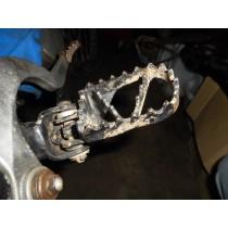 HUSABERG FE650 Right Footpeg FOOTPEG FE650 FE400 FE501  01 - 03